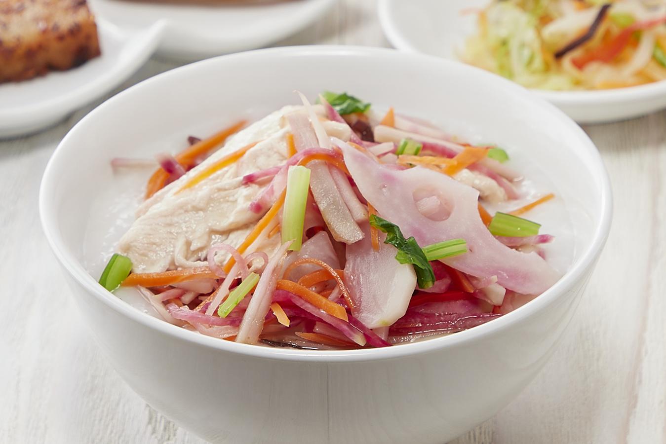 季節のおすすめメニュー「鶏肉と根菜のゆず風味粥」販売開始!